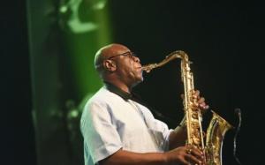 artiste célèbre saxophoniste Manu Dibango